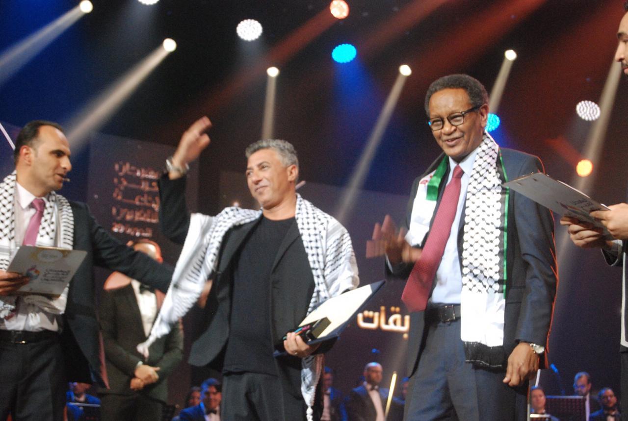 المهرجان العربي للإذاعة والتلفزيون يختار صوت العروبة الفنان عمر العبداللات أيقونة ختامه