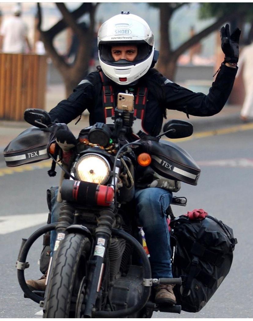 """رحالة إيطالية تصل إلى """"منطقة جازان """" على متن دراجة نارية"""