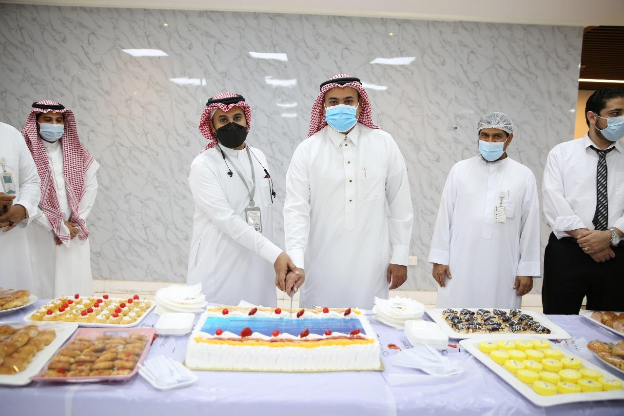 إدارة مستشفى الملك فهد بجازان تعايد المرضى ومنسوبيها