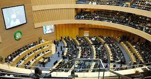 الاتحاد الأفريقي يطالب بالإسراع في إجلاء وإعادة المهاجرين غير الشرعيين في ليبيا