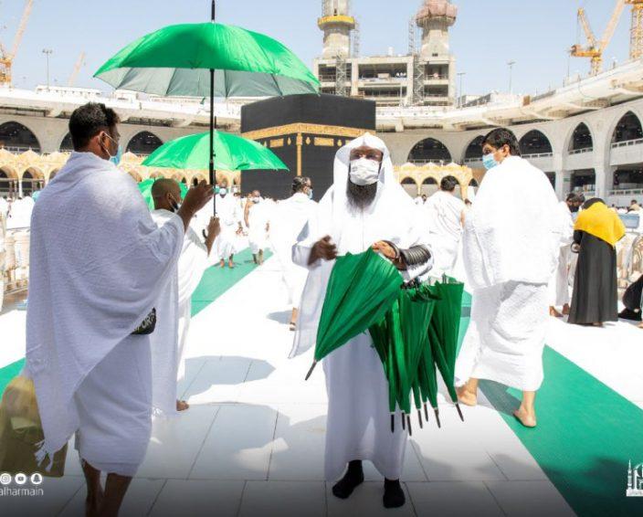 توزيع 10 آلاف مظلة بالمسجد الحرام اليوم الجمعة
